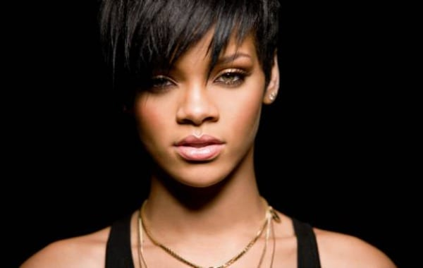 Rihanna Announces Seventh Studio Album
